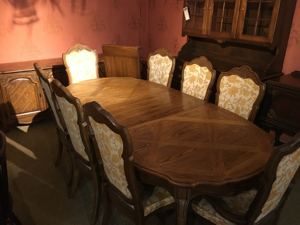 109990 299 THOMASVILLE DINING ROOM SET Location Harrisburg