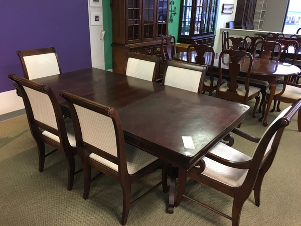 BROYHILL DINING TABLE SET