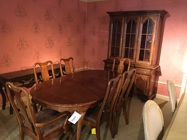 YOUNG HINKLE DINING SET