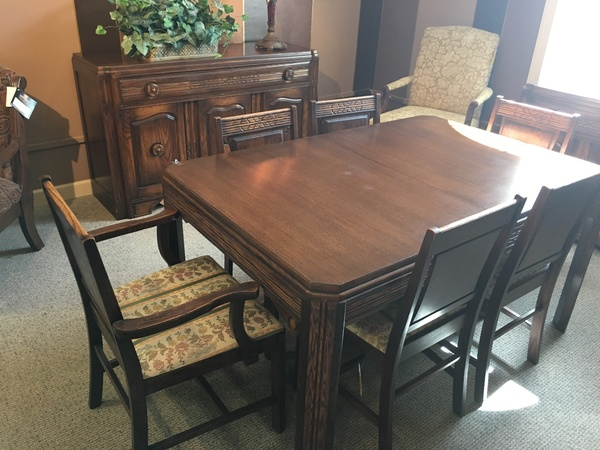 88109 ANTIQUE WALNUT DINING ROOM SET