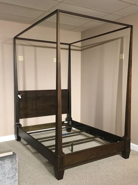 Small landmark bed