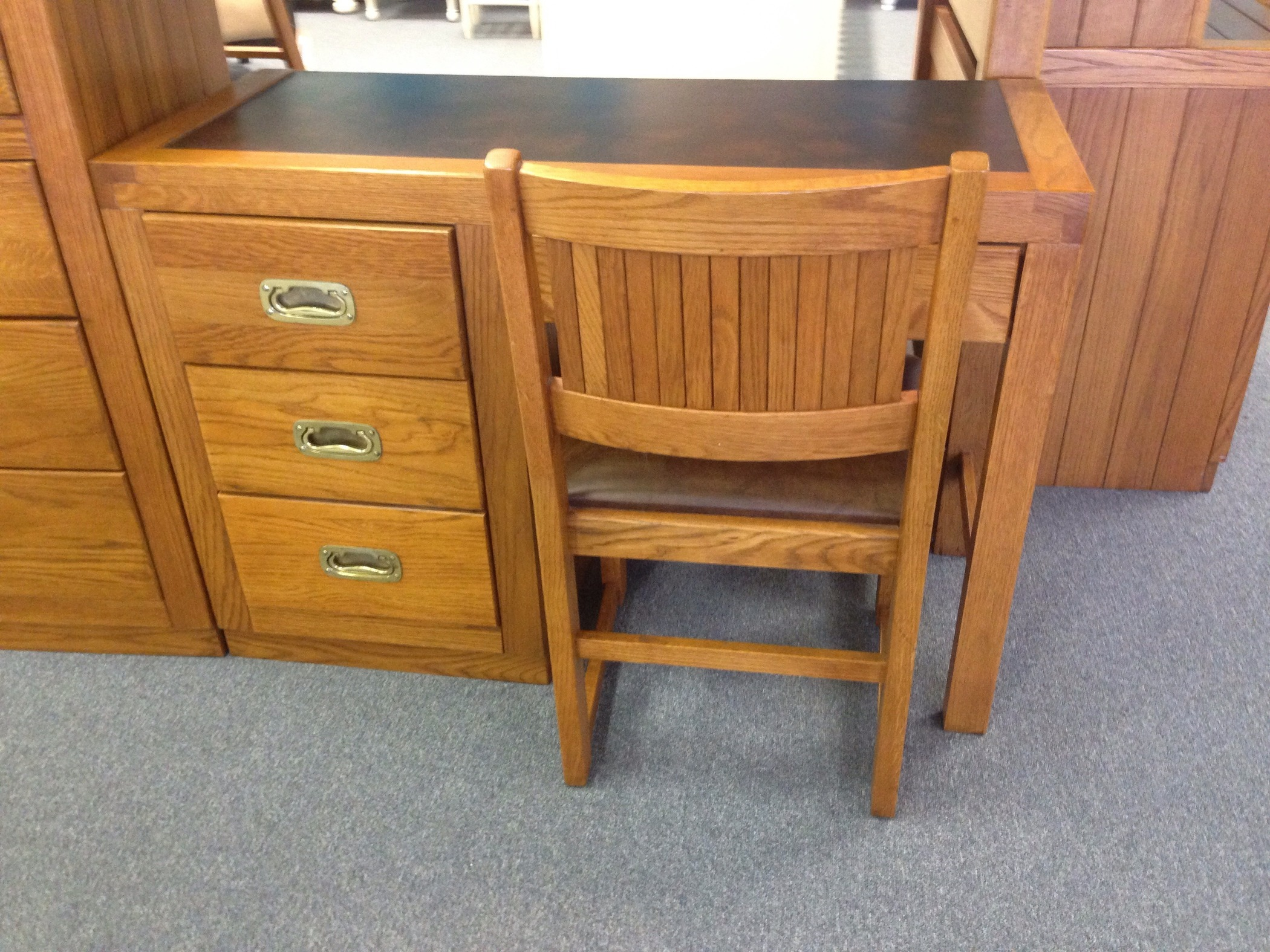 YOUNG HINKLE DESK WITH CHAIR
