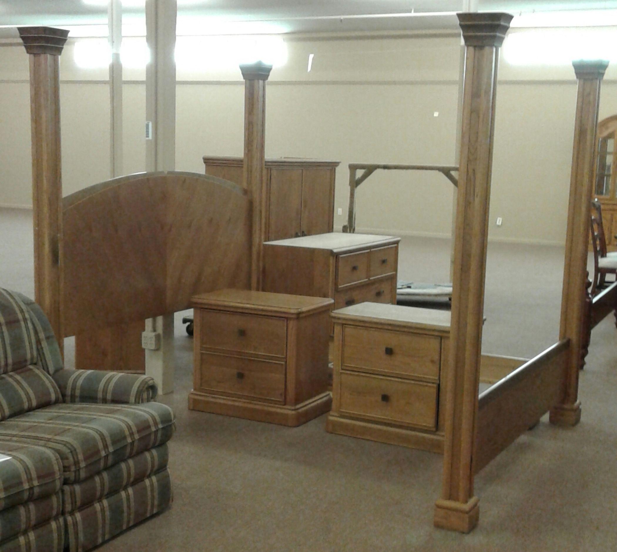LANE OAK KING BED | Delmarva Furniture Consignment