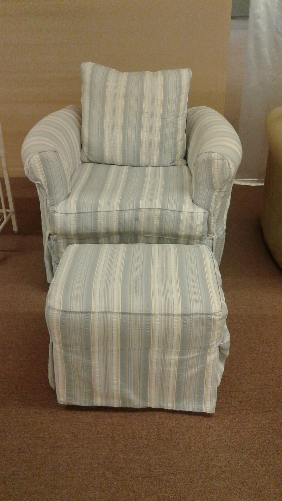 Four Seasons Chair Amp Ottoman Delmarva Furniture Consignment