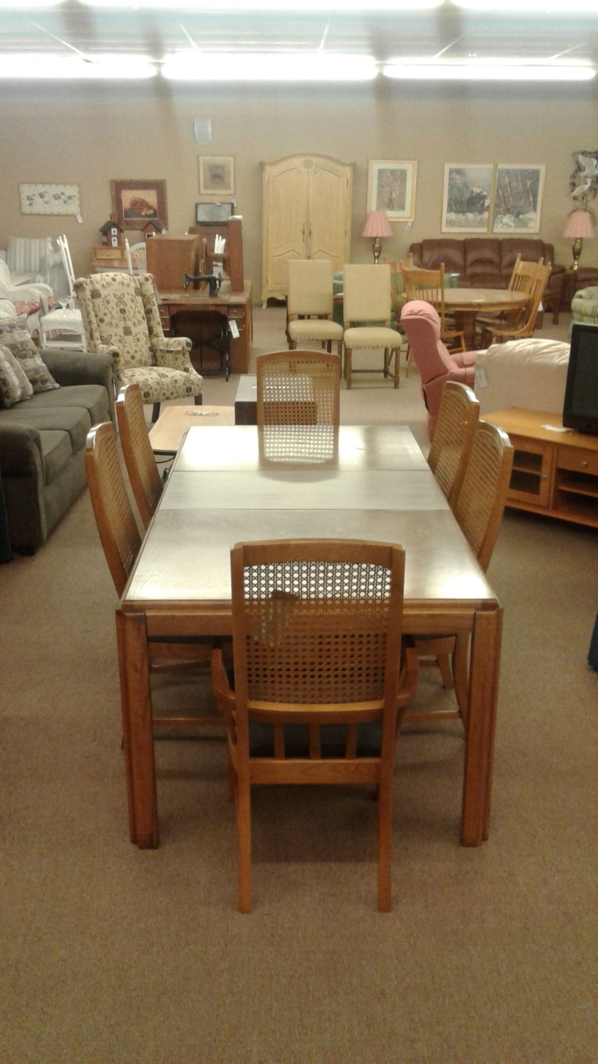 BASSETT DINING TABLE W CHAIRS