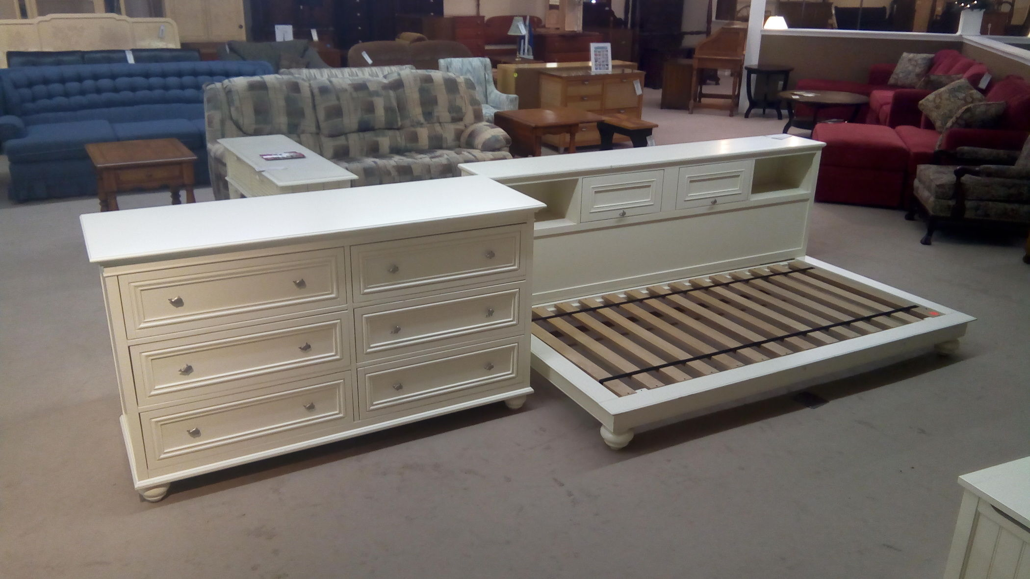 POTTERY BARN DAY BED/DRESSER | Delmarva Furniture Consignment