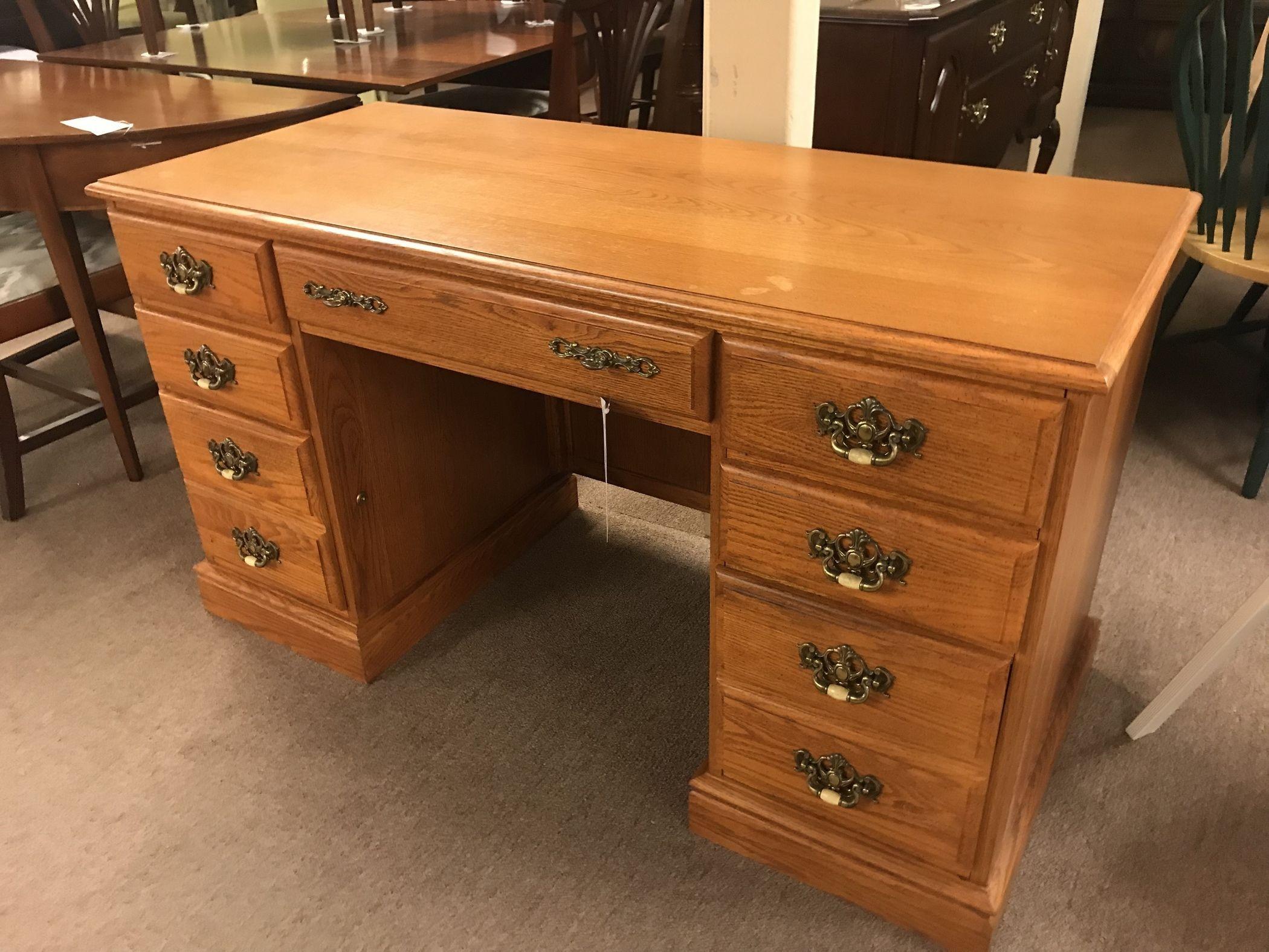 BROYHILL OAK FINISH DESK W/KEY | Delmarva Furniture Consignment