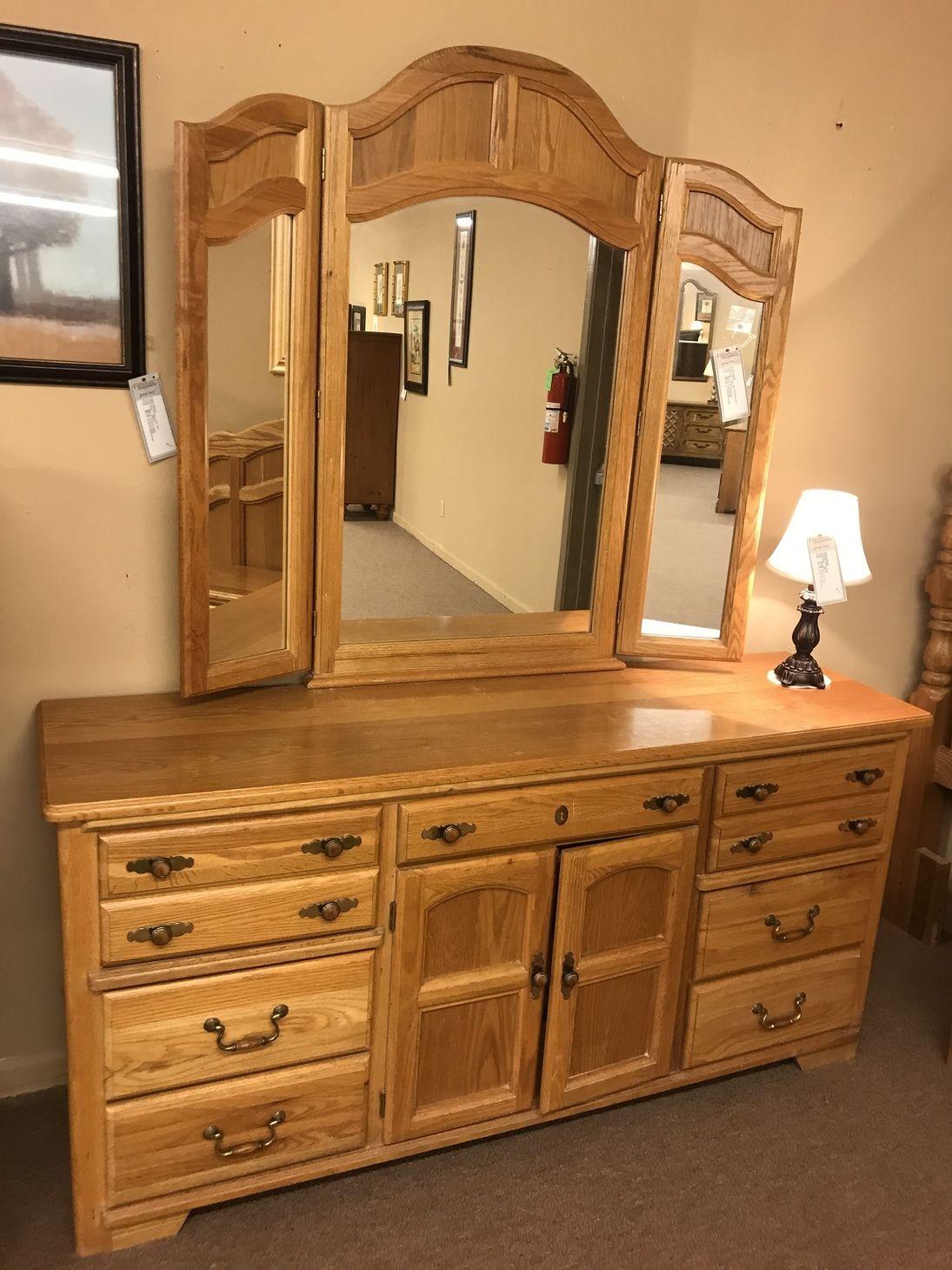 queen broyhill oak bedroom set  delmarva furniture