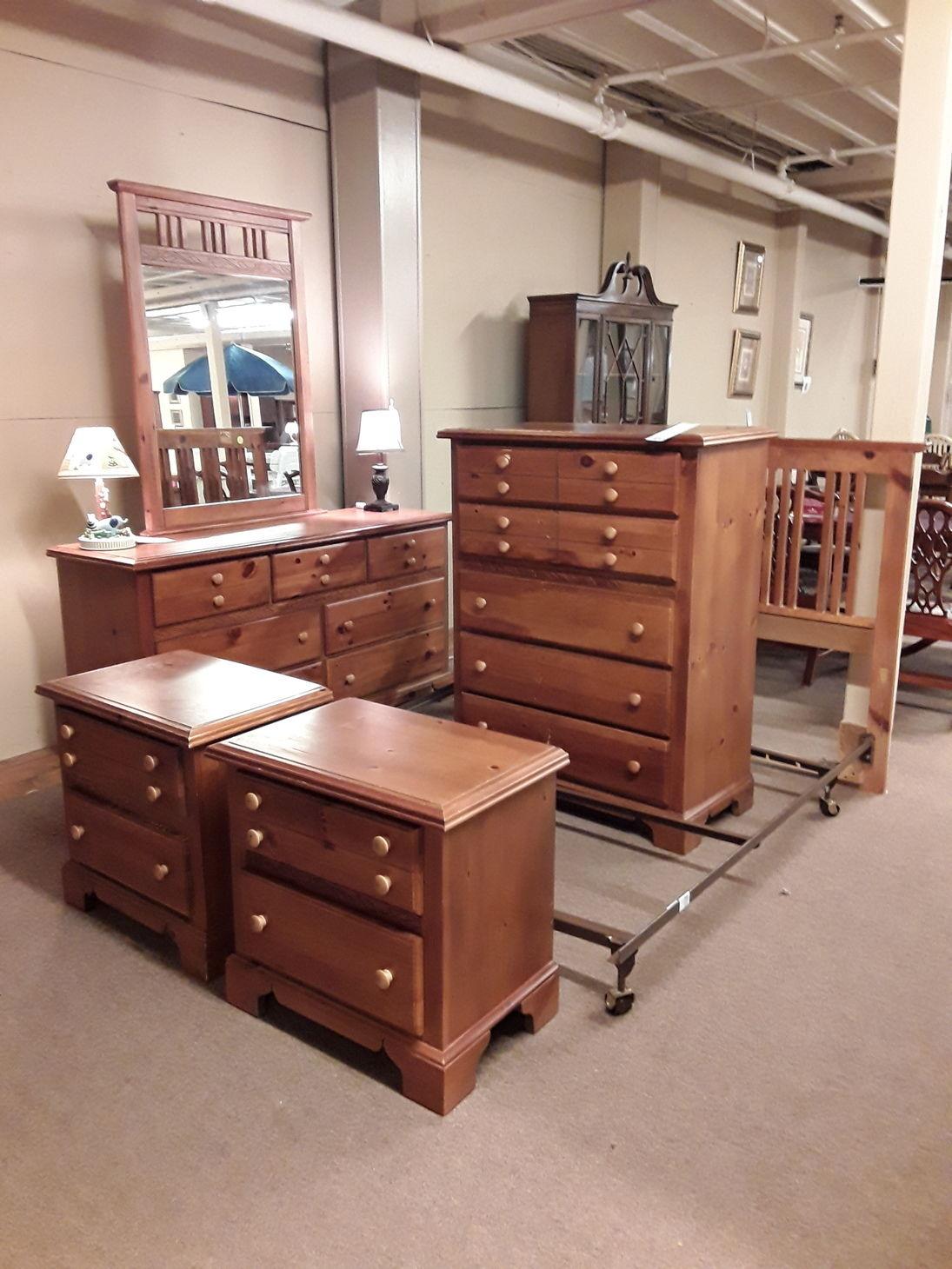 broyhill 6pc queen bedroom set  delmarva furniture